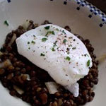 Lentilles vertes du Puy en salade et oeuf poché – Les recettes de Flo